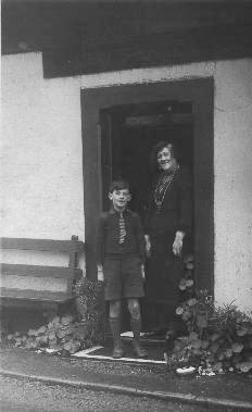 mrs-margaret-edmunds-and-grandson-allan