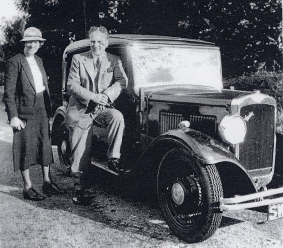jennie-and-john-thompson-with-car